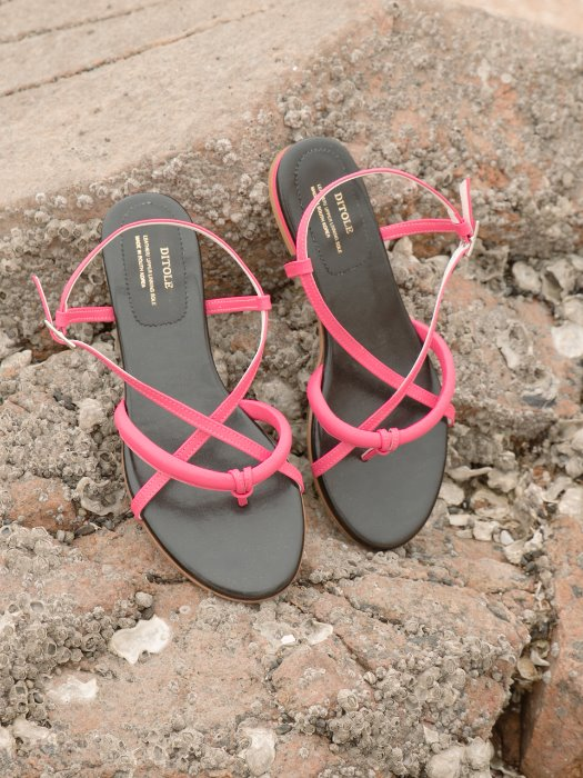 poppy tong sandals Hot Pink