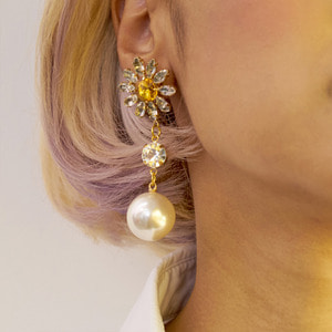 Vonditole glowing yellow flower earrings