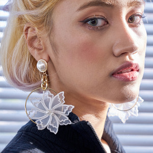 Vondito romantic in the ring earrings
