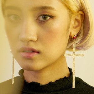 The Cross La Reine earrings