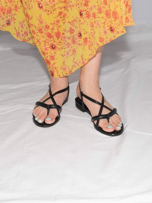 poppy tong sandals Black