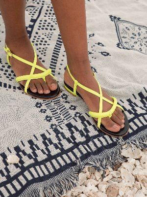poppy tong sandals Neon yellow