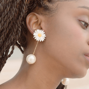 white daisy flower drop pearl earrings